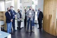 Alfonso Rueda, na súa visita a Vigo acompañado por representantes dos sector das AA.VV.