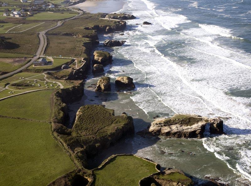 Rasa litoral na praia das Catedrais