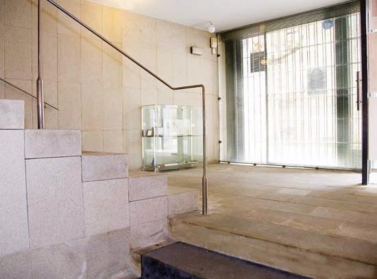 Arquitectura de vanguardia museo de arte sacro da - Arquitectura de interiores coruna ...