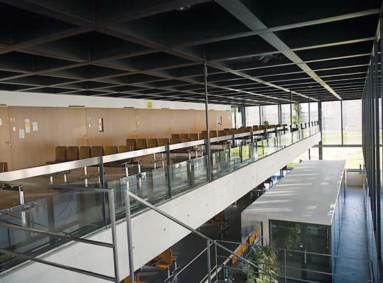 Arquitectura de vanguardia centro de sa de de matogrande - Arquitectura de interiores coruna ...
