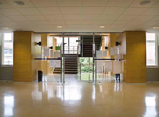 Arquitectura de vanguardia escola universitaria de dise o - Arquitectura de interiores coruna ...
