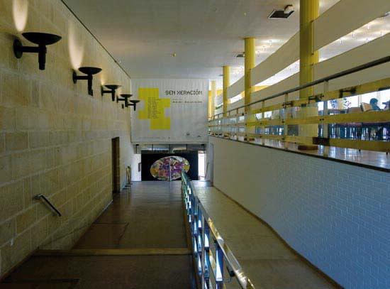 Arquitectura de vanguardia auditorio de galicia en - Arquitectura de interiores coruna ...