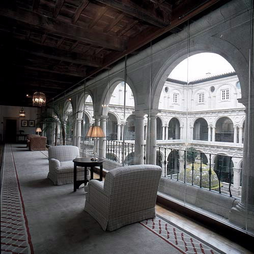 Hotel parador de monforte de lemos en monforte de lemos for Piscina monforte de lemos