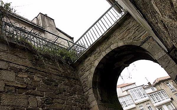 The Mazarelos Arch