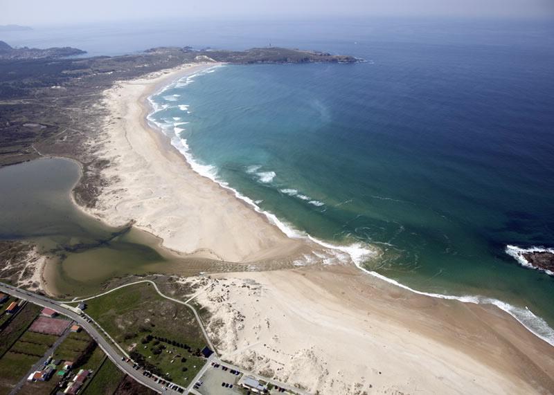 Vista aérea de la playa de A Frouxeira, en Valdoviño