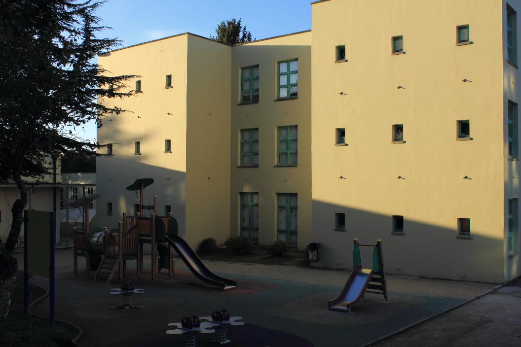 Arquitectura de vanguardia escola rai a fabiola en - Arquitectura de interiores coruna ...