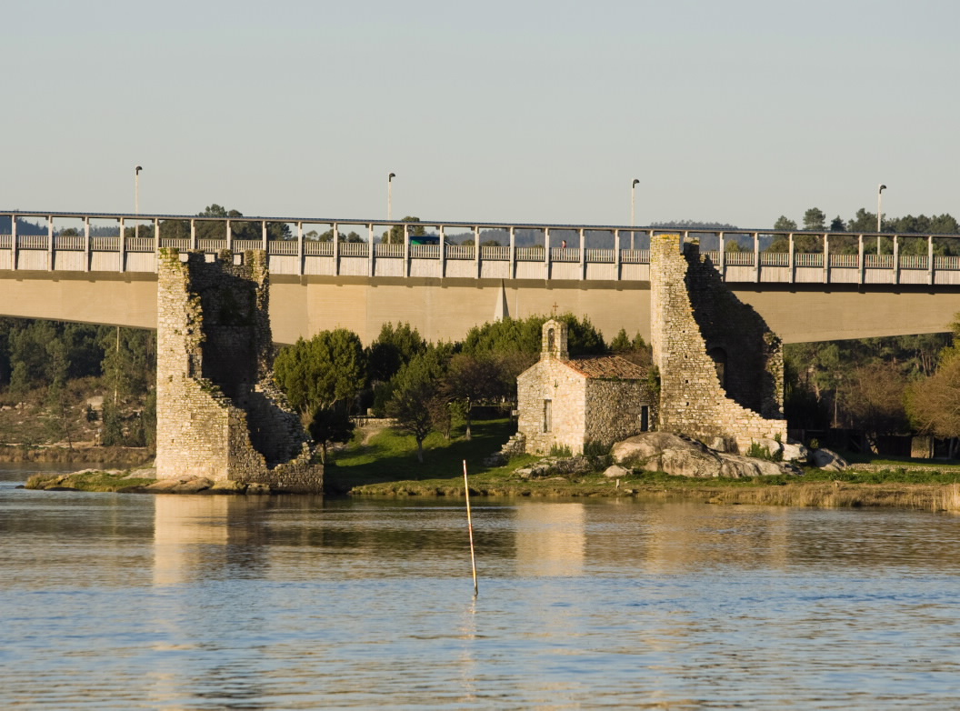Castillo torre fortaleza torres de oeste en catoira - Donde alojarse en galicia ...